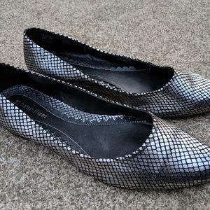 Naturalizer silver and black slip-on Flats Size 8M